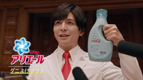 ダニ対策本部長として国会デビューを果たすアリエールの主任研究員を生田斗真が演じている。