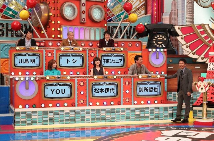 「トリニクって何の肉!?」に出演する「平成生まれにオドロイター」とMCの浜田雅功(右端)。(c)ABCテレビ