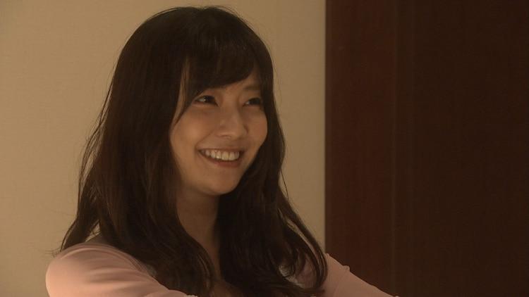 コント「いかがわしい店」に出演する倉科カナ。(c)NHK