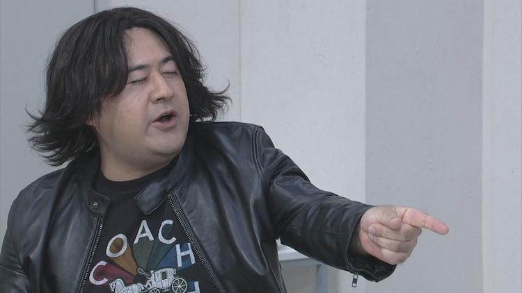 コント「三重野P」に参加する小手伸也。(c)NHK