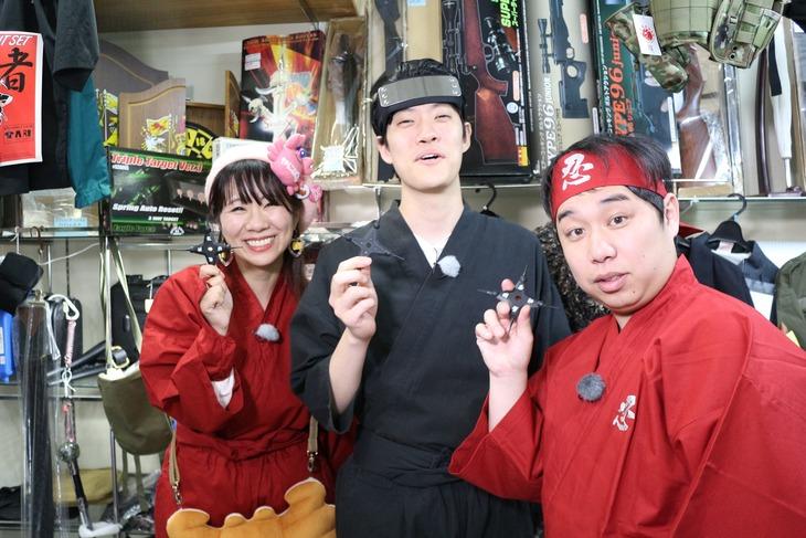 左からかにぱんお姉さん、霜降り明星。(c)静岡朝日テレビ