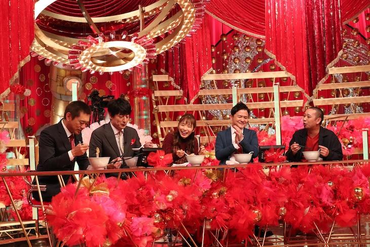 「華丸大吉・千鳥のテッパンいただきます!」に出演する(左から)博多華丸・大吉、松岡茉優、千鳥。(c)関西テレビ