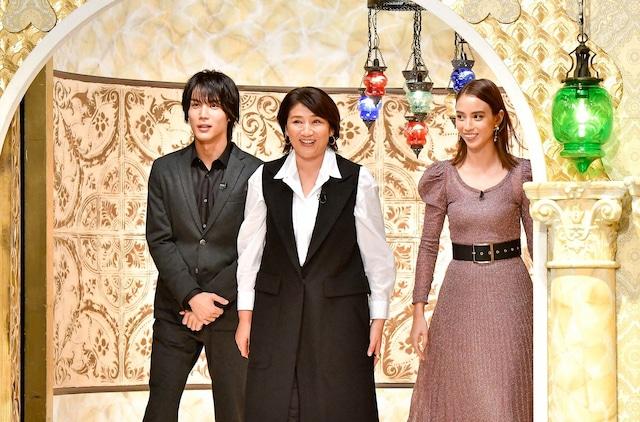 (左から)中川大志、松下由樹、滝沢カレン。(c)TBS