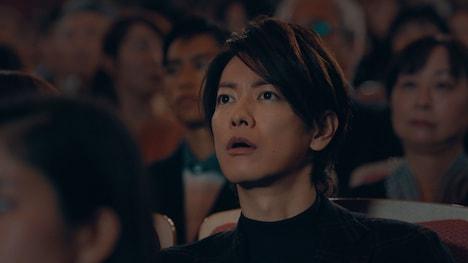 CM「年末ジャンボ宝くじ『年末ショーで宝くじ』篇」より。