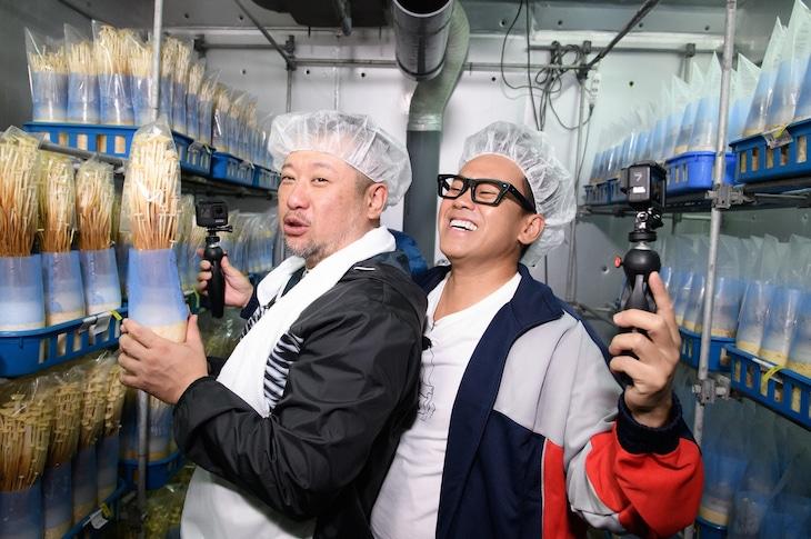 左からケンドーコバヤシ、宮川大輔。(c)日本テレビ