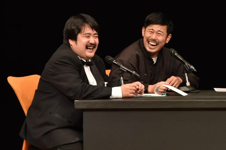 (左から)鈴木もぐらと岡野陽一。