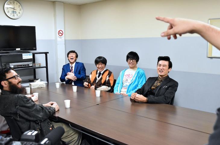 反省会に参加する東京03、バカリズム、劇団ひとりら。