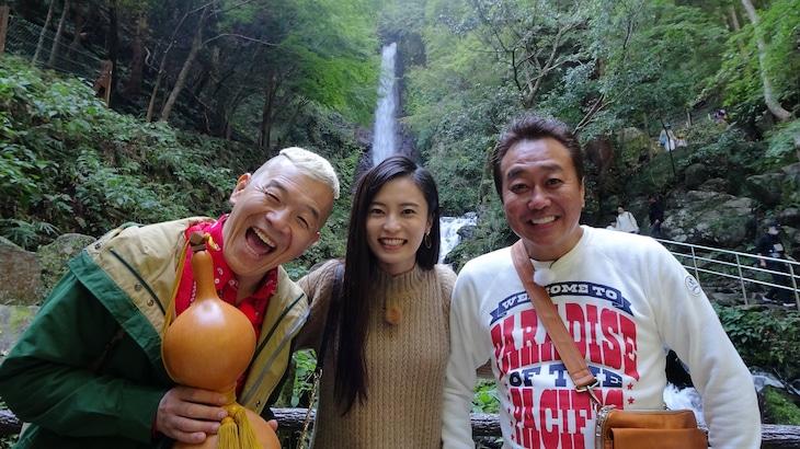 左からキャイ~ン・ウド鈴木、小島瑠璃子、さまぁ~ず三村。(c)メ~テレ