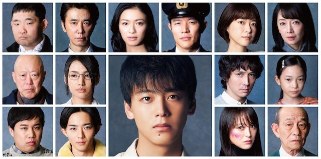 「日曜劇場『テセウスの船』」に出演する今野浩喜(上段左端)、霜降り明星せいや(下段左端)ら。