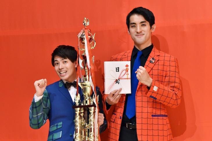 「月笑」クライマックスシリーズで初優勝した、さすらいラビー。左から宇野と中田。