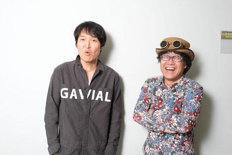 千原ジュニア(左)と倉本美津留(右)。