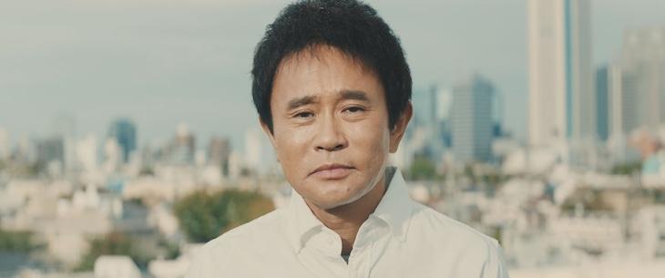 「出前館」の新CMに出演するダウンタウン浜田。