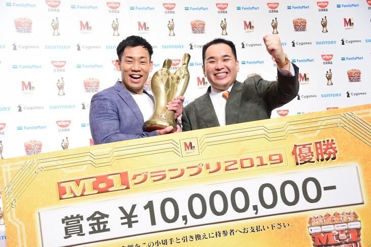 「M-1グランプリ2019」で優勝したミルクボーイ。