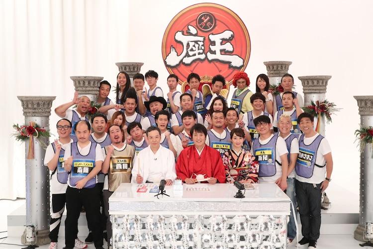 「千原ジュニアの座王~超豪華!人気芸人30人!!新春即興王SP~」の出演者たち。(c)関西テレビ