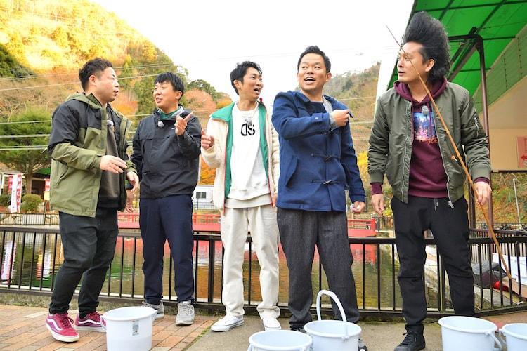左からダイアン・ユースケ、梶剛、NON STYLE石田、ダイアン津田、ミサイルマン岩部。
