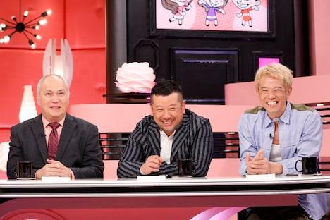(左から)モーリー・ロバートソン、ケンドーコバヤシ、品川庄司・庄司。(c)関西テレビ