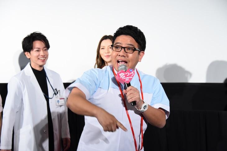 「これが佐藤健だ!」と観客を煽るミキ昴生。