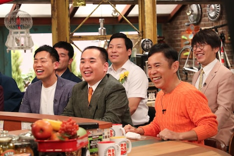 (前列左から)ミルクボーイ、ナインティナイン岡村、(後列左から)すゑひろがりず三島、インディアンス。(c)関西テレビ