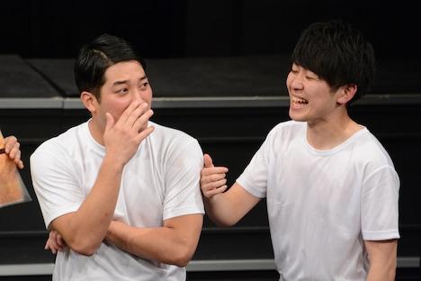 バイト先の上司の非情な返答にショックを受けるブラゴーリ塚田(左)。