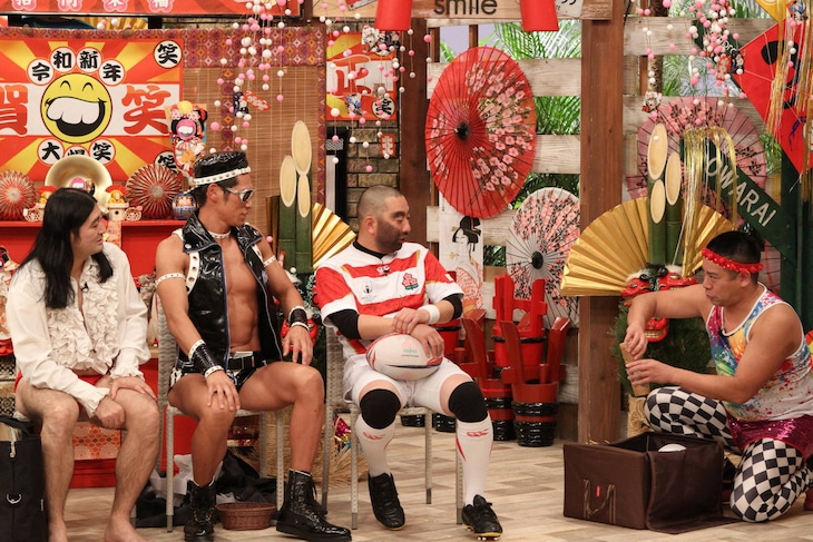 「さんまのお笑い向上委員会」に出演する(左から)ハイキングウォーキング・鈴木Q太郎、レイザーラモン、チェリー吉武。(c)フジテレビ