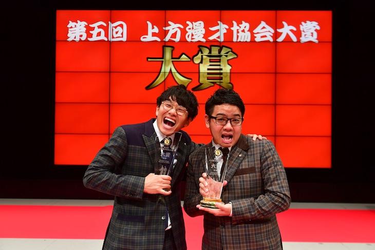 「第五回上方漫才協会大賞」大賞受賞のミキ。