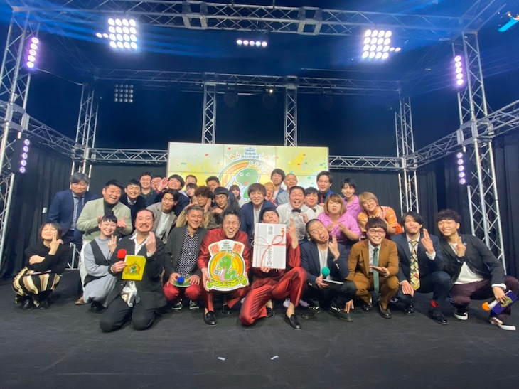 「MBSラジオ演芸 第八回ヤングスネーク杯」の様子。