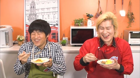 (左から)バカリズム、メイプル超合金カズレーザー。(c)テレビ朝日