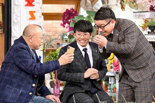 (左から)笑福亭鶴瓶、ミキ。(c)TBS