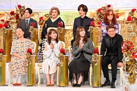 パネラーとして出演する、いとうあさこ(前列左端)、平成ノブシコブシ吉村(後列左端)ら。(c)TBS