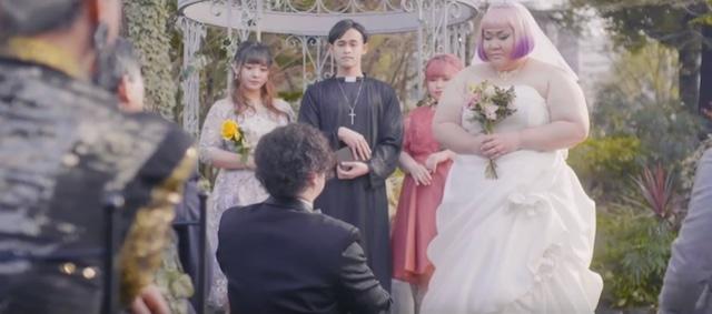 「Truth Hurts」日本版ミュージックビデオのワンシーン。