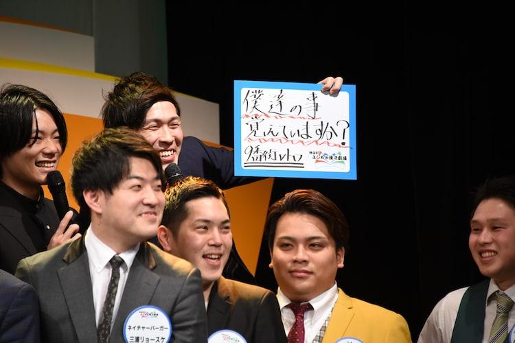 大阪で活動していた9番街レトロ(後列2人)。