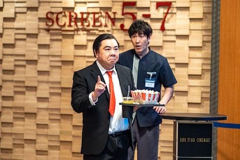 映画館を舞台にしたドランクドラゴン塚地の無声コント「Mr.ボーン」。(c)NHK