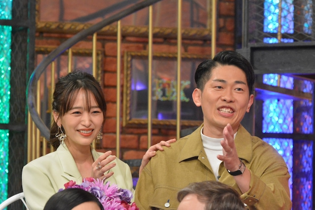 左から近藤千尋、ジャングルポケット太田。(c)読売テレビ