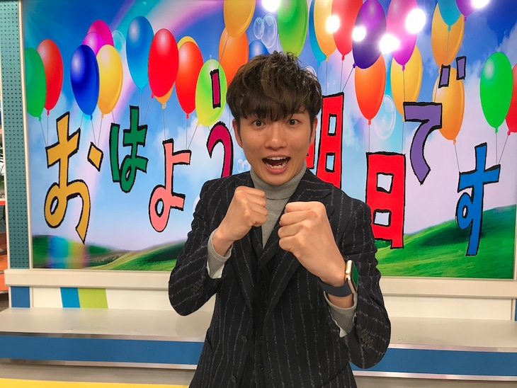 「おはよう朝日です」で代理MCを務めるラニーノーズ洲崎。(c)ABCテレビ