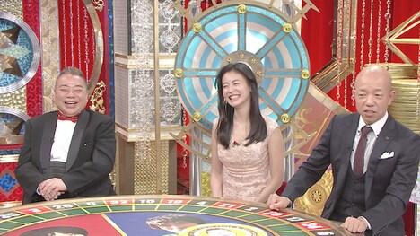 左から出川哲朗、本仮屋ユイカ、バイきんぐ小峠。(c)日本テレビ