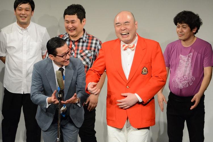 ミルクボーイになりきる(左から)イワイガワ・岩井ジョニ男、新宿カウボーイかねきよ。