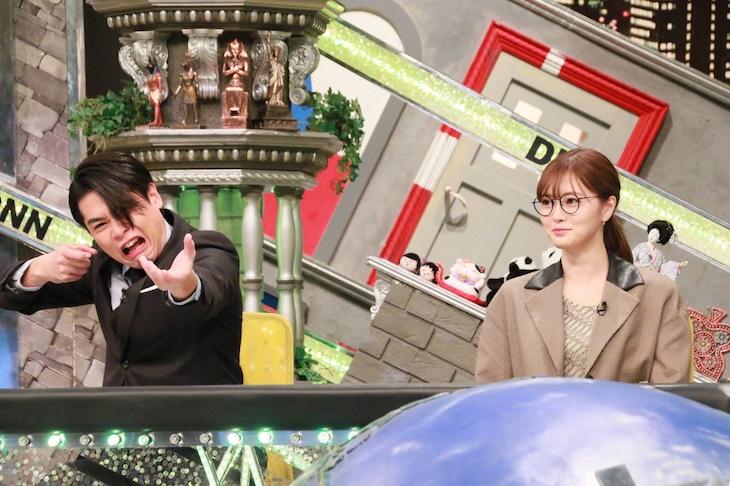 「全力!脱力タイムズ」に出演する(左から)平成ノブシコブシ吉村、白石麻衣。(c)フジテレビ