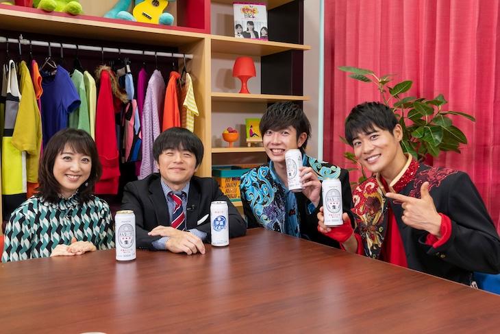 左から川田裕美、バカリズム、田村侑久、辻本達規。(c)読売テレビ