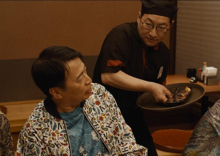 映画「星屑の町」に出演する春風亭昇太とラサール石井(手前)。(c)2020「星屑の町」フィルムパートナーズ