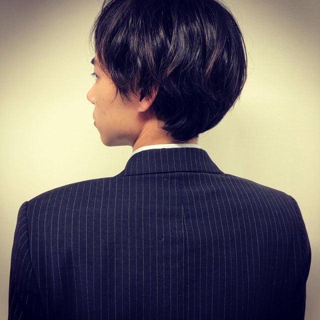 戸塚純貴の後ろ姿。