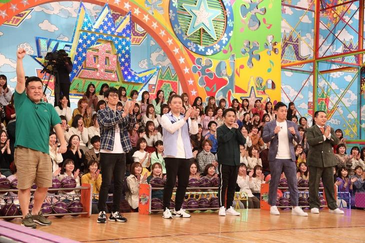 「VS嵐」に出演する(左から)アンタッチャブル、中川家、ミルクボーイ。(c)フジテレビ