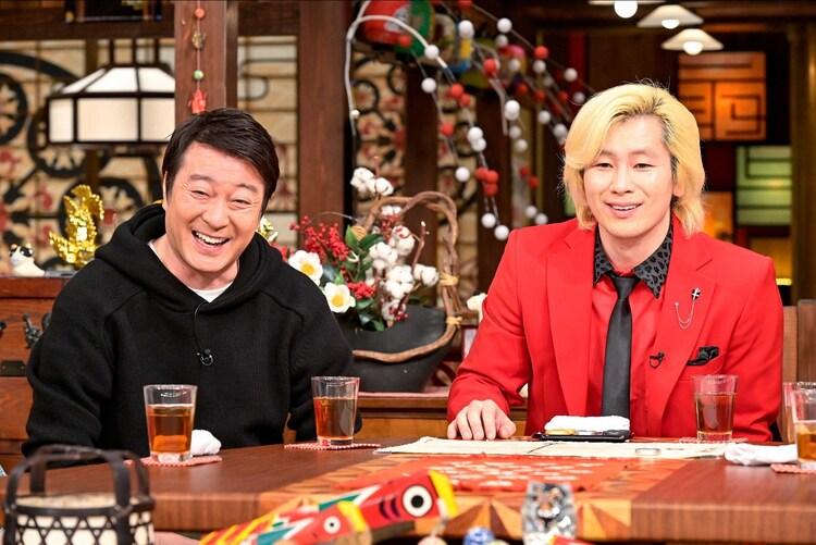 (左から)加藤浩次、カズレーザー。(c)TBS