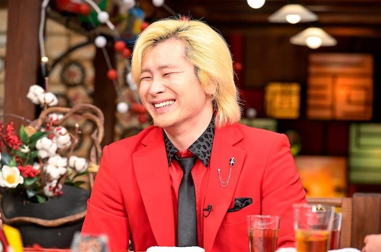 「人生最高レストラン」に出演する、メイプル超合金カズレーザー。(c)TBS