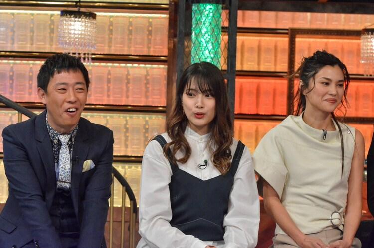左からさらば青春の光・森田、入山杏奈、仲宗根梨乃。(c)読売テレビ