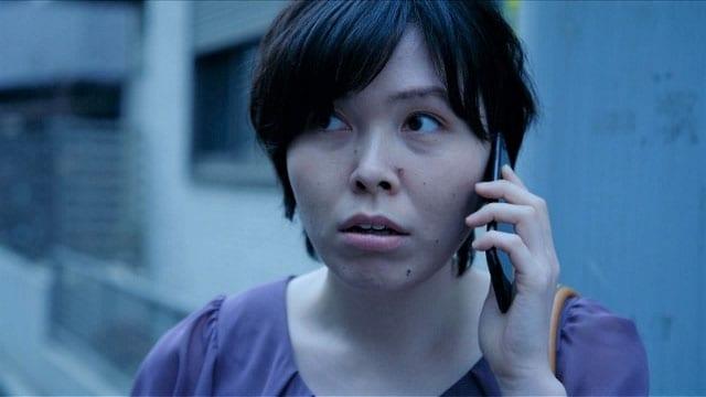再現VTRに出演する尼神インター誠子。(c)テレビ東京