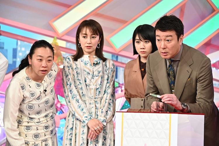 (左から)いとうあさこ、矢田亜希子、松本穂香、加藤浩次。(c)TBS