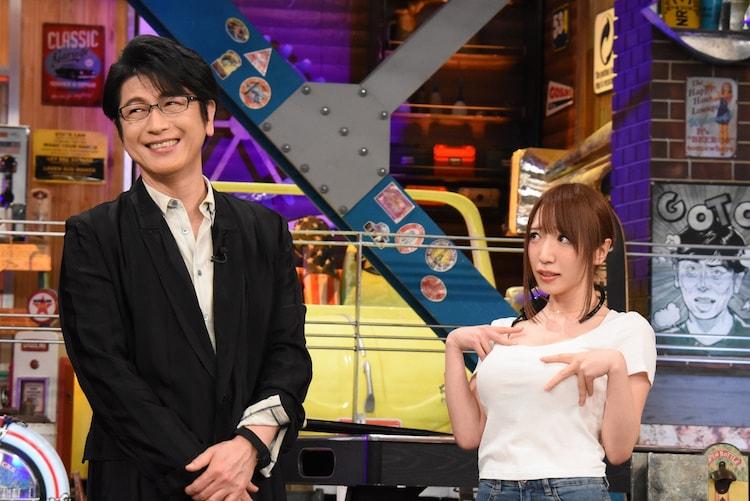 左から及川光博、清水あいり。(c)日本テレビ