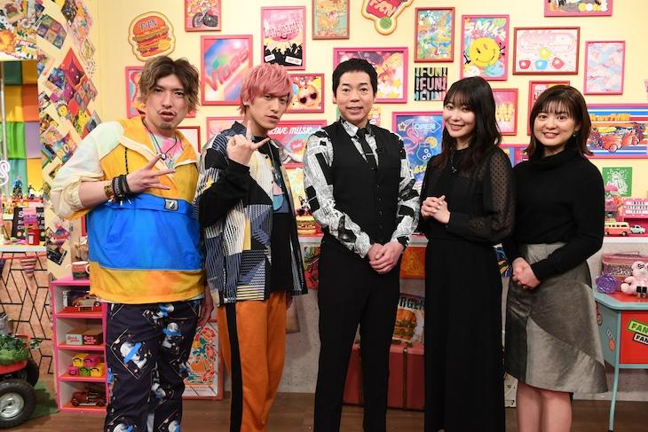 「ひかくてきファンです!」に出演する(左から)EXIT、今田耕司、指原莉乃、並木万里菜アナ。(c)テレビ朝日