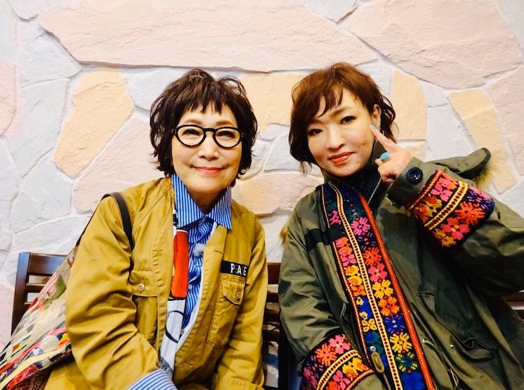 (左から)森山良子と清水ミチコ。(c)テレビ朝日