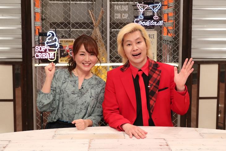 「カズレーザーのタメになるエンタメ」に出演する(左から)藤本景子アナ、メイプル超合金カズレーザー。(c)関西テレビ